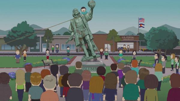 Власти города снесли памятник и раскрыли секрет предков. В статуе 126 лет хранился подарок для людей будущего