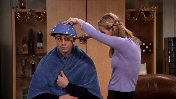 Муж попросил жену подровнять ему волосы, но зря не пошёл к профи. У супруги вышел фейл, достойный развода
