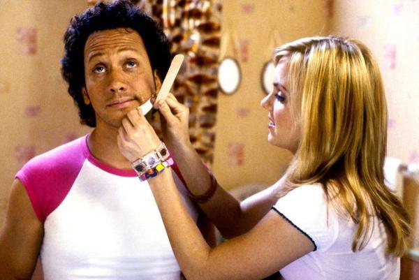 Стилистка показала разницу между макияжем любителей и профи. Для огненных преображений ей хватает пары штрихов