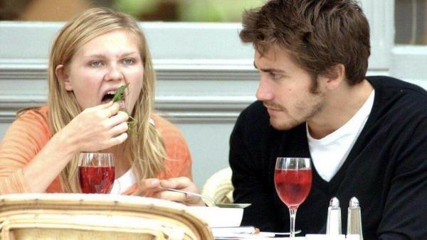 Девушки узнали, что лучше не делать при мужчине, и сильно разозлились. Один из пунктов им особенно зашёл