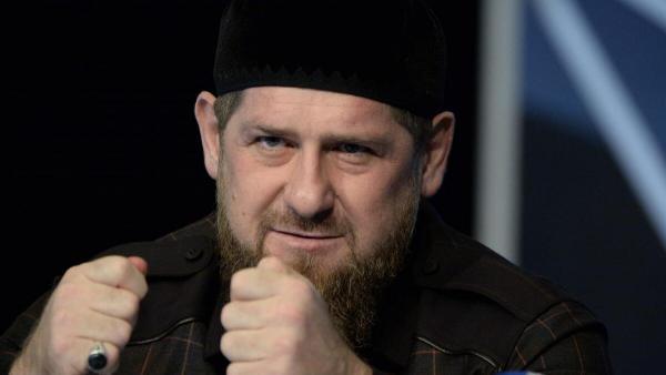 США закрыли Рамзану Кадырову въезд в страну. Но он не расстроился, а ответил фотографией -- смешной и опасной