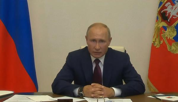 """Глава """"Союза женщин России"""" увидела пропаганду ЛГБТ в радужном мороженом. И люди готовятся спасать детей"""