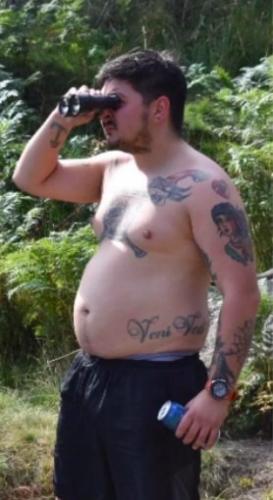 Парень показал, как (эффектно) похудел, но люди не верят глазам. Лишний вес скрывал, что он - Шайя Лабаф