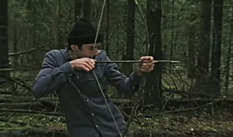 """""""Сдохни или умри"""". Как экокарта ВТБ помогает Лапенко выжить в лесу и реально спасает водоемы?"""