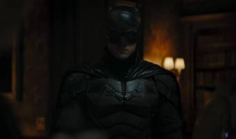 Роберт Паттинсон показал мощь Бэтмена в трейлере сольника героя. Не сделать его мемом было бы преступлением