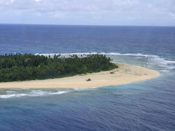 Трое парней попали на необитаемый остров, но им удалось спастись. Спасибо, Джон Лок, метод из Lost сработал