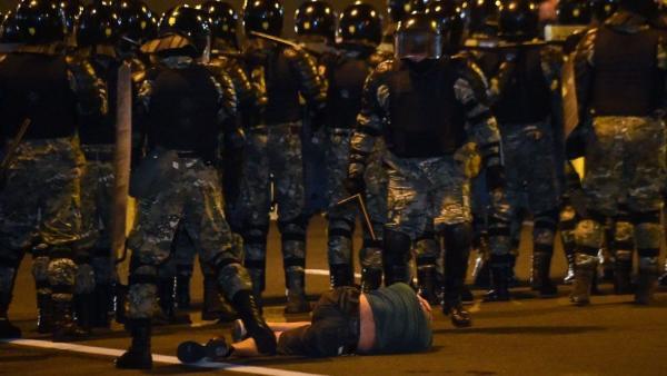 Лидерство Лукашенко, бойня на протестах и поздравление Путина. Чем запомнились и напугали выборы в Беларуси
