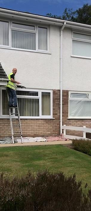 Художник-декоратор покрасил дом, но ошибся адресом. Всё бы ничего, вот только сделал он это в 8 раз за 3 года