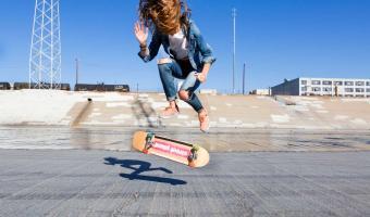 Украинка сделала первый трюк на скейте и закричала от радости. Да так, что отголоски из Сети услышал Тони Хоук