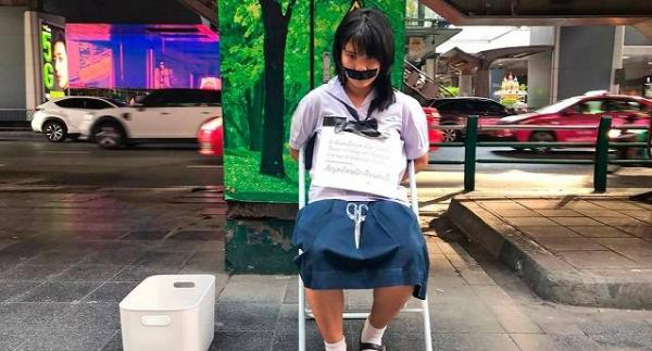 Тайские школьники не хотят мириться с десс-кодом. И их акциями протеста можно сломать не систему, а психику