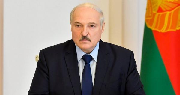Александр Лукашенко сфоткался с автоматом. Это президент Беларуси? Нет, герой GTA и сантехник, знают мемоделы