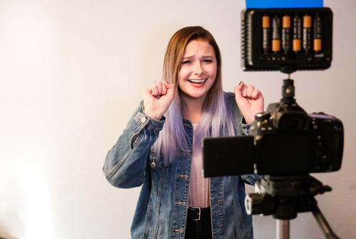 Глухая блогерша узнала, что волосы могут издавать звуки.