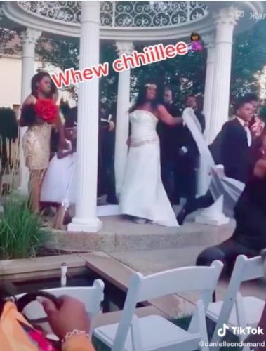 Невеста наслаждалась свадьбой, но её ждал сюрприз. У алтаря её ждал не муж, а незнакомка - с плохими новостями