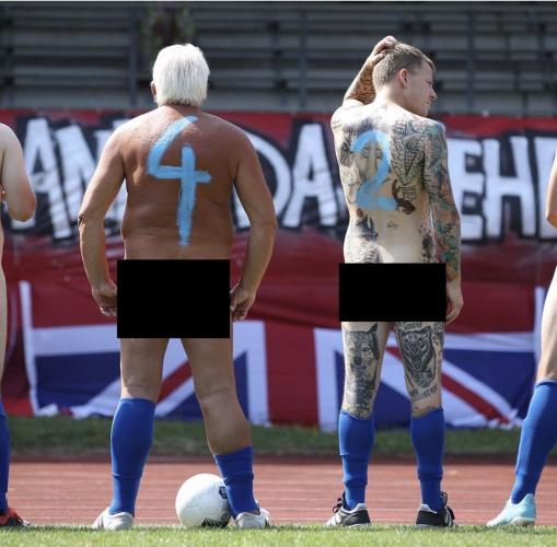 Немцы показали, как выглядит протестный футбольный матч. Помогла форма - детям на такую смотреть запрещено