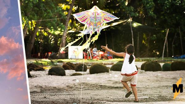 Девочка зацепилась за воздушного змея и выдала гимнастику. Такой полёт тянет на самый кошмарный из снов
