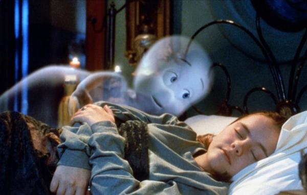 Малышку разбудил шёпот призрака, и люди не понимают, чего он хотел. На записи всякий раз слышны разные слова