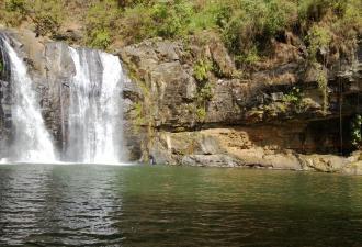 В Австралии сломались водопады и стали течь вверх. Это не баг, а реальная фича (и на видео легко залипнуть)