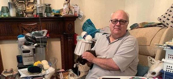 """""""Кто-то зовёт мои товары мусором, до для меня они сокровища"""". Старик 18 лет копил хлам, и его дом - п хаос"""