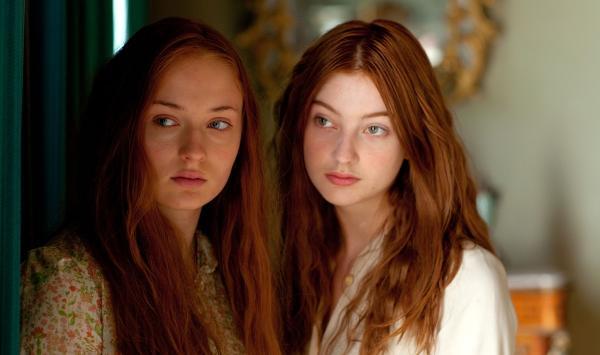 Сёстры 30 лет жили душа в душу, пока не поужинали вместе. Трапеза раскрыла тайну - они обе были миссис Смит