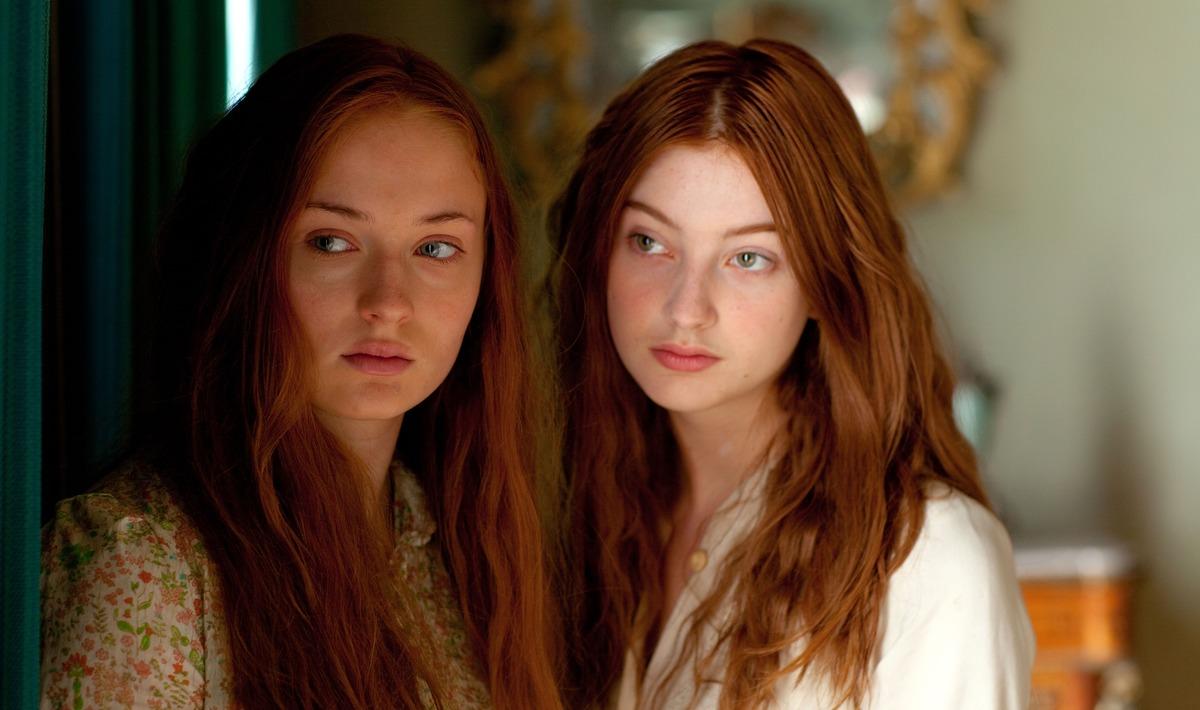 Сёстры 30 лет жили душа в душу, пока не поужинали вместе. Трапеза раскрыла тайну — они обе были миссис Смит