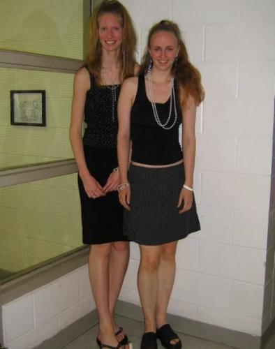 Девушка была такой высокой, что стеснялась носить каблуки. Но длинные ноги привели её прямо к карьере модели