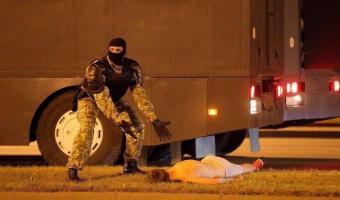 Люди решили, что мужчина с фото с силовиком из Минска умер. Но выяснилось, что на видео был другой человек