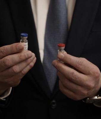Американцы смеются над первой в мире российской вакциной от COVID-19. А вот за дочку Путина они переживают