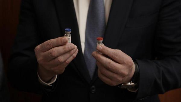 В России зарегистрирована первая в мире вакцина от COVID-19. Но люди хотят «прививаться» шутками о препарате