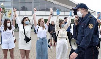 Белоруски вышли на мирный митинг против власти и беспредела. Но реакция мужчин уничтожила идею