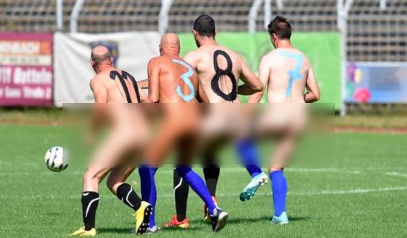 Футболисты сыграли матч и заодно выразили протест. Донести мысли им помогла игровая форма - и она не для детей