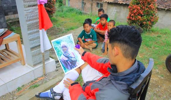 В Индонезии людей заставили смотреть на бывших и реветь. Это не пытка, а конкурс, пройти который смогли не все