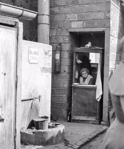 Внук несколько лет не смотрел архив деда-фотографа, а зря. Внутри его ждал клад, перемещающий во времени