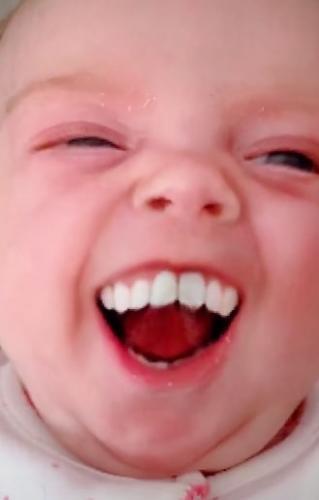 Никогда не применяйте Grinning Filter на младенцах. Мама попробовала, и развидеть это не может никто