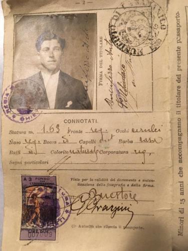 Внук случайно нашёл раритетный паспорт прадедушки и рад. Документ раскрыл правду не о мужчине, а о нём самом