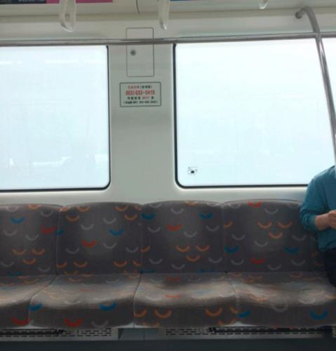 Чиновники Сингапура придумали, как не раздражать людей богатством. Для лайфхака нужен поезд и немного магии