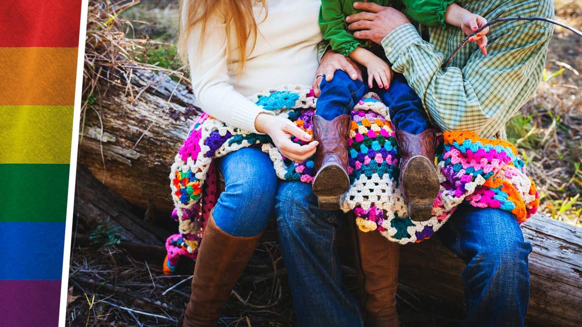 Мать родила ребёнка и стала ему отцом, но тот рад. Ведь сам вырос без гендера, а его папа превратился в маму