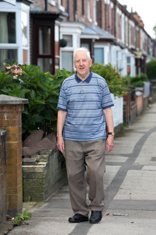 Мужчина 70 лет не ходил к врачу и сейчас здоровее зумеров.
