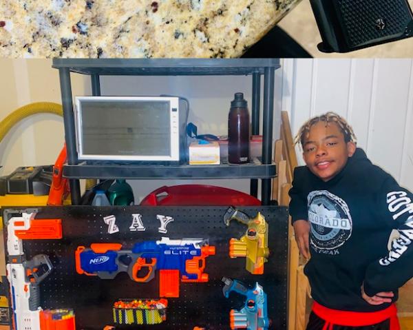 Двенадцатилетка во время онлайн-урока показал с чем он играет, и директор школы тут же отправил к нему полицию