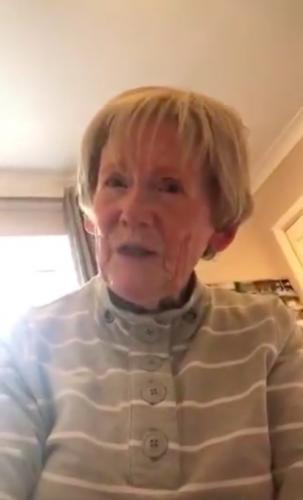 Бабушка вызвала внучку на разговор и утонула в лайках. Каминг-аут старушки получился горячее, чем её пирожки