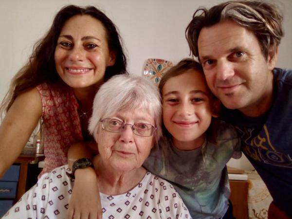 Внук отправился к бабушке, но дошёл до неё спустя 93 дня. Пирожки он не донёс, а вот море впечатлений - да