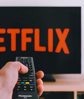 Netflix переведут на русский язык и добавят отечественные сериалы. И россияне знают, почему это плохая новость