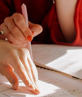 Учительница узнала, что её ученица — парень, но к завучу не пошла. Зато выдала ответ, которого люди не ждали