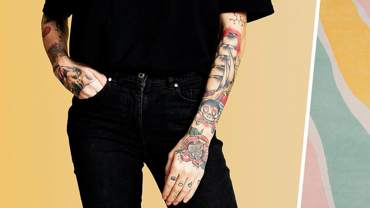 Покажите это маме, когда сделаете тату. Женщина в 55 лет забила тело и доказала: татуировки в старости — круто