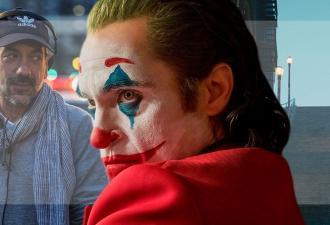 Джокер Хоакина Феникса слушает режиссёра в метро. Это должен был быть просто кадр, но вышел (не сразу) мем