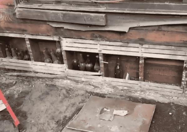 Женщина вскрыла стену во время ремонта, а заодно и тайну мафии, хранившуюся здесь почти 90 лет