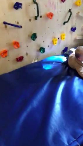 Обнаружен самый маленький Человек-паук в мире. Он еще не умеет разговаривать, но восхищает бывалых альпинистов