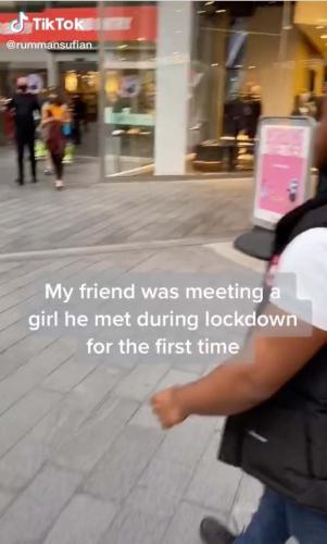 Парень пришел на свидание с компанией. Получилось грустное видео: Ромео потерял любовь, но проверил дружбу.