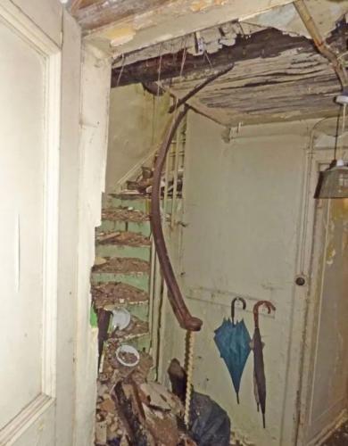 Мужчина обменял 100 рублей на дом стоимостью в целое состояние. Он не мошенник, просто жильё теперь не узнать