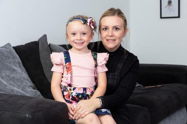 Женщина позволяла шестилетней дочери есть одни только наггетсы. Она не плохая мать, иначе бы ребёнок не выжил