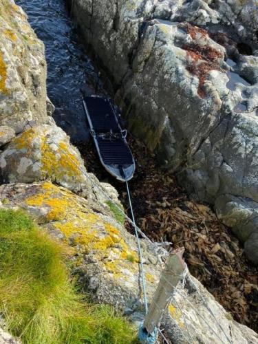 К берегам Шотландии причалила лодка, а в ней - шутки. Ведь её происхождение загадочнее, чем отец Дарта Вейдера